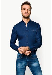 Lancerto - Koszula Granatowa Octavia. Typ kołnierza: kołnierzyk stójkowy. Kolor: niebieski. Materiał: bawełna, len, tkanina, włókno. Długość: krótkie. Wzór: gładki. Sezon: lato