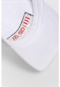 Biała czapka z daszkiem Blauer z aplikacjami
