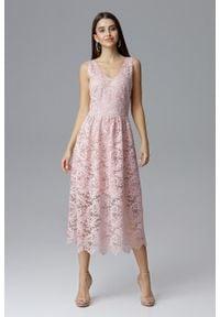 e-margeritka - Koronkowa sukienka wizytowa bez rękawów różowa - l. Okazja: na sylwestra, na wesele, na studniówkę, na ślub cywilny, na imprezę. Kolor: różowy. Materiał: koronka. Długość rękawa: bez rękawów. Wzór: koronka. Typ sukienki: kopertowe. Styl: wizytowy. Długość: midi