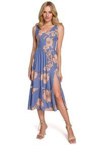 MOE - Midi Sukienka na Ramiączkach z Kwiatowym Nadrukiem - Model 1. Materiał: wiskoza. Długość rękawa: na ramiączkach. Wzór: nadruk, kwiaty. Długość: midi