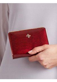 MILANO DESIGN - Portmonetka damska bordowa Milano Design K1212. Kolor: czerwony. Materiał: skóra ekologiczna