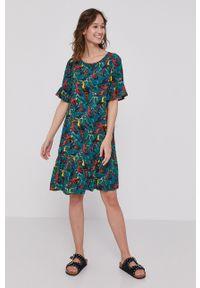 medicine - Medicine - Sukienka Tropical Chaos. Kolor: zielony. Materiał: tkanina. Długość rękawa: krótki rękaw