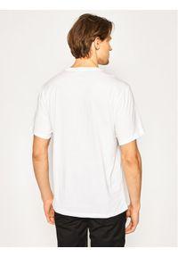 Converse T-Shirt Center Front Logo 10018235-A02 Biały Regular Fit. Kolor: biały