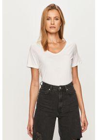 Biała bluzka Pieces casualowa, na co dzień