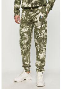 Zielone spodnie dresowe Russell Athletic