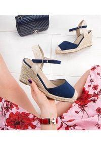 Niebieskie sandały SIXTH SENS w kolorowe wzory, ze sprzączką