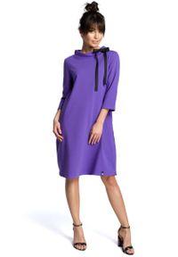 MOE - Fioletowa Luźna Sukienka z Wiązaniem przy Dekolcie. Kolor: fioletowy. Materiał: bawełna, elastan