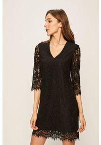 Czarna sukienka Guess Jeans casualowa, na co dzień, mini
