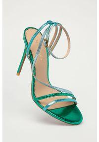Zielone sandały Marciano Guess gładkie, z okrągłym noskiem