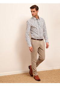 Beżowe spodnie TOP SECRET na lato, w kolorowe wzory, do pracy