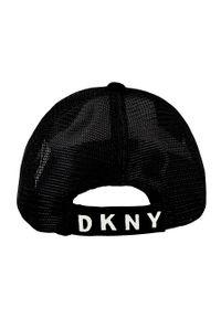 Czarna czapka z daszkiem DKNY z nadrukiem