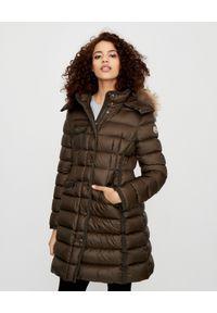 Zielony płaszcz MONCLER na zimę, elegancki