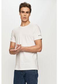 Biały t-shirt columbia z nadrukiem, na co dzień