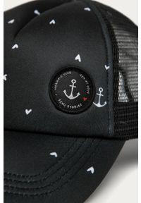 Czarna czapka z daszkiem Femi Stories z aplikacjami
