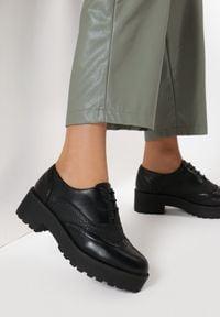 Born2be - Czarne Półbuty Thalei. Wysokość cholewki: przed kostkę. Nosek buta: okrągły. Kolor: czarny. Materiał: skóra. Szerokość cholewki: normalna. Obcas: na obcasie. Styl: klasyczny. Wysokość obcasa: średni