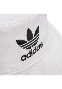 Biały kapelusz Adidas