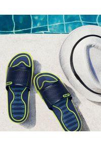 LANO - Klapki męskie basenowe Lano KL-4-6168-D2 Granatowe. Okazja: na plażę. Zapięcie: bez zapięcia. Kolor: niebieski. Materiał: guma. Obcas: na obcasie. Wysokość obcasa: niski. Sport: pływanie