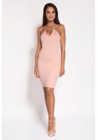Dursi - Rózowa Sukienka na Cienkich Ramiączkach z Biżuteryjnym Akcentem. Materiał: nylon, elastan. Długość rękawa: na ramiączkach