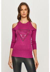 Guess - Sweter. Kolor: fioletowy. Materiał: dzianina. Długość rękawa: długi rękaw. Długość: długie. Wzór: aplikacja