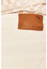 Białe jeansy medicine boho