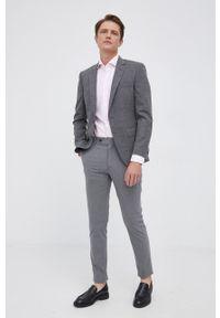 BOSS - Boss - Koszula bawełniana. Typ kołnierza: kołnierzyk włoski. Kolor: różowy. Materiał: bawełna. Długość rękawa: długi rękaw. Długość: długie