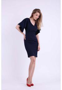 Nommo - Granatowa Ołówkowa Sukienka z Dekoltem na Plecach. Kolor: niebieski. Materiał: wiskoza, poliester. Typ sukienki: ołówkowe
