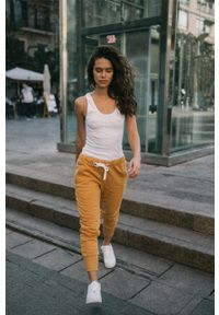 MUUV - Spodnie Sneaker Girl. Kolor: pomarańczowy. Materiał: bawełna