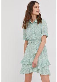 Answear Lab - Sukienka. Kolor: turkusowy. Długość rękawa: krótki rękaw. Typ sukienki: rozkloszowane. Styl: wakacyjny