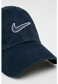 Niebieska czapka z daszkiem Nike z aplikacjami
