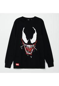 Cropp - Koszulka longsleeve z nadrukiem Venom - Czarny. Kolor: czarny. Długość rękawa: długi rękaw. Wzór: nadruk
