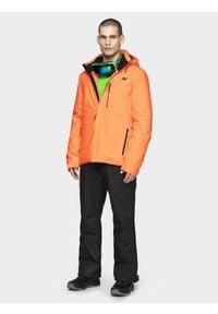 4f - Kurtka narciarska męska. Typ kołnierza: kaptur. Kolor: pomarańczowy. Materiał: materiał, mesh, poliester. Sezon: zima. Sport: narciarstwo