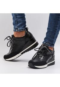 Vinceza - Czarne sneakersy półbuty damskie VINCEZA 10670. Kolor: czarny. Materiał: skóra. Obcas: na koturnie. Styl: klasyczny. Wysokość obcasa: średni