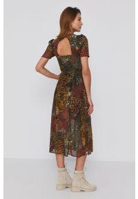 Desigual - Sukienka. Okazja: na co dzień. Kolor: zielony. Materiał: włókno, tkanina. Długość rękawa: krótki rękaw. Typ sukienki: proste. Styl: casual