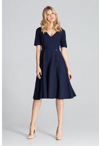 Figl - Rozkloszowana sukienka midi z dekoltem V granatowa. Okazja: do pracy, na imprezę. Kolor: niebieski. Długość: midi