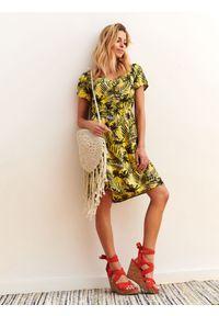 Żółta sukienka DRYWASH wakacyjna, na wiosnę, z nadrukiem, z krótkim rękawem
