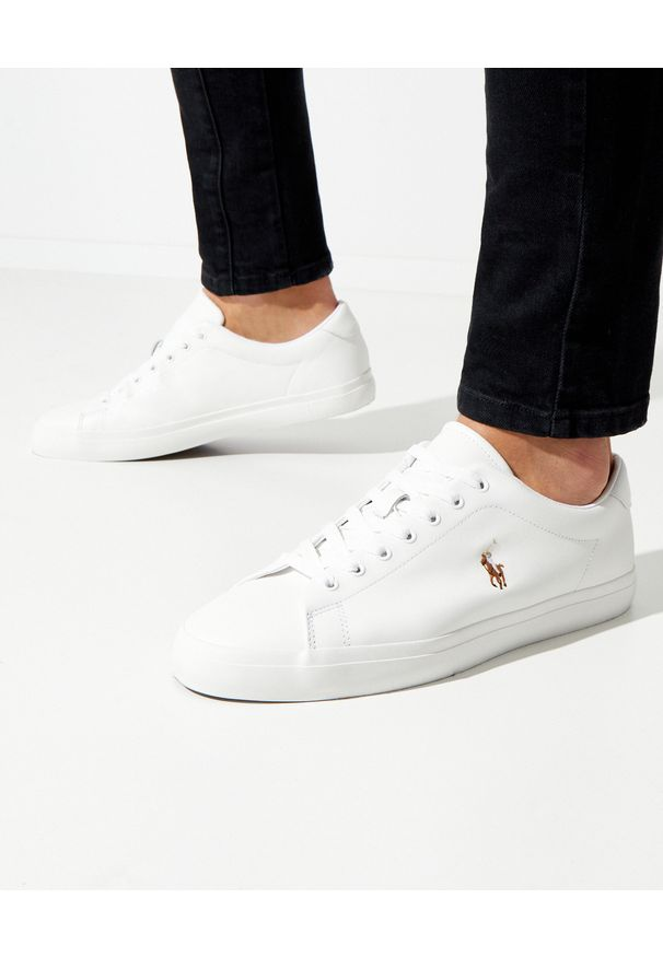 Ralph Lauren - RALPH LAUREN - Białe sneakersy Longwood. Nosek buta: okrągły. Kolor: biały. Materiał: guma, bawełna. Wzór: haft, gładki, kolorowy. Obcas: na płaskiej podeszwie