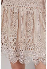 Kremowa sukienka Answear Lab mini, prosta, wakacyjna, gładkie