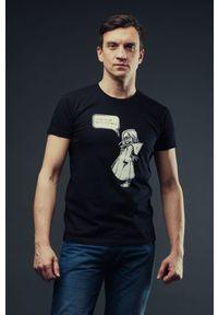 Czarny t-shirt Hultaj Polski w kolorowe wzory, na spacer