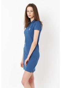 Niebieska sukienka Edward Orlovski z haftami, sportowa