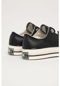 Czarne tenisówki Converse na sznurówki, na średnim obcasie, z cholewką, na obcasie