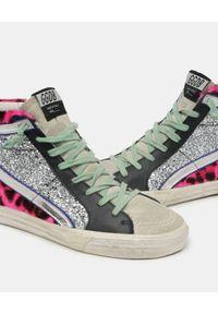 GOLDEN GOOSE - Różowe w cętki sneakersy Francy. Nosek buta: okrągły. Kolor: szary. Materiał: jeans, zamsz, futro. Szerokość cholewki: normalna. Wzór: gładki, aplikacja. Sezon: lato. Sport: tenis