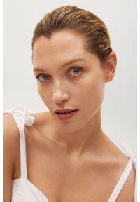 mango - Mango - Sukienka INES. Kolor: biały. Materiał: tkanina, bawełna. Długość rękawa: na ramiączkach. Wzór: haft, gładki. Typ sukienki: rozkloszowane