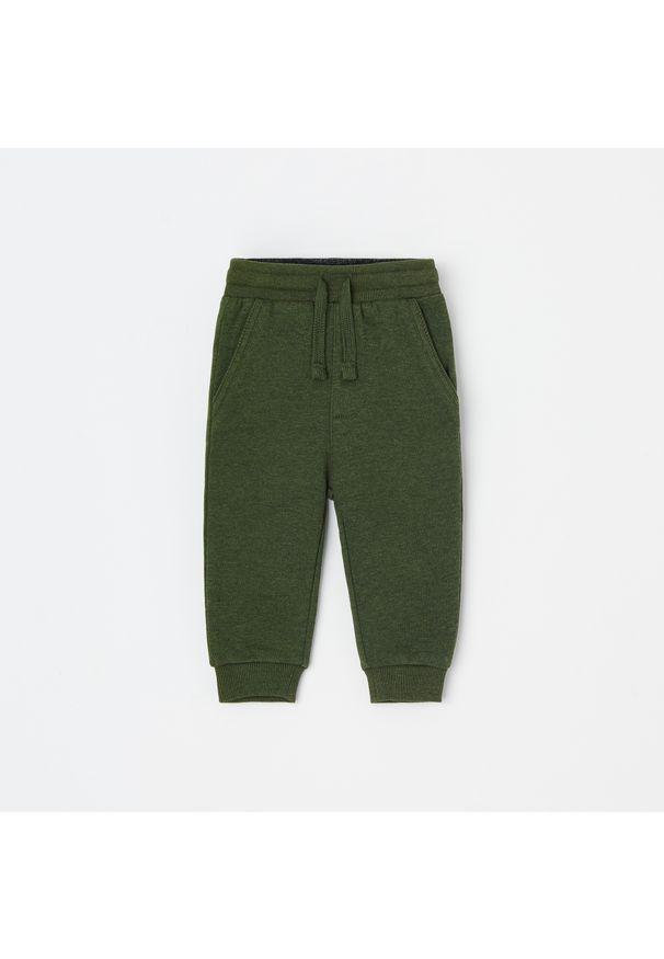 Zielone spodnie Reserved melanż