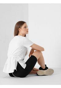 4f - T-shirt oversize z regulacją na plecach damski. Kolor: biały. Materiał: bawełna, dzianina, materiał