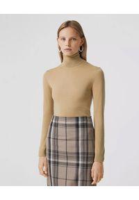 Burberry - BURBERRY - Beżowy sweter z wełny. Typ kołnierza: golf. Kolor: beżowy. Materiał: wełna. Długość rękawa: długi rękaw. Długość: długie. Wzór: haft. Sezon: jesień. Styl: klasyczny