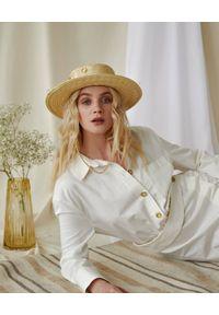 LESHKA - Słomiany kapelusz Linen Canotier. Kolor: beżowy. Materiał: len, materiał. Wzór: aplikacja. Sezon: lato
