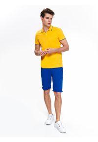 TOP SECRET - T-shirt polo gładki. Typ kołnierza: polo. Kolor: żółty. Materiał: jeans, bawełna. Długość rękawa: krótki rękaw. Długość: krótkie. Wzór: gładki. Sezon: jesień, zima. Styl: klasyczny, elegancki