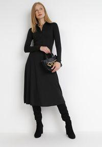 Born2be - Czarna Sukienka Mellobe. Kolor: czarny. Typ sukienki: rozkloszowane, dopasowane. Styl: vintage, retro. Długość: midi