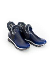 Zapato - ocieplane botki - skóra naturalna - model 485 - kolor niebieska przecierka. Okazja: na co dzień, na spacer. Zapięcie: bez zapięcia. Kolor: niebieski. Materiał: skóra. Szerokość cholewki: normalna. Wzór: nadruk, kolorowy. Sezon: jesień, zima. Obcas: na płaskiej podeszwie. Styl: sportowy, klasyczny, elegancki, casual