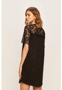 Czarna sukienka Desigual z krótkim rękawem, casualowa, na co dzień, prosta
